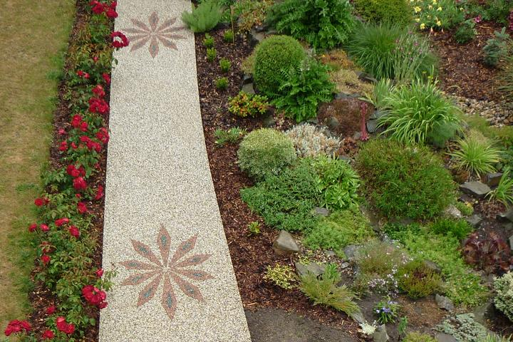 Kamienkový chodníček - CHS EPODUR STONE - široké možnosti designov a tvarov - Vaše záhradkárskej umenie nemusí končiť u osadzovacieho plánu. Vašu fantáziu uplatnite v návrhu chodníčku!
