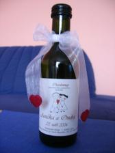 dárek pro svatebčany - minivínko na stůl