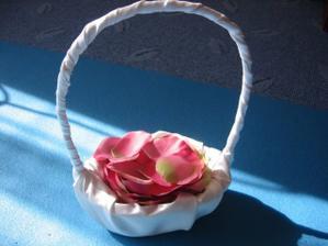 košíček pro družičku Elišku