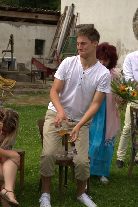 Ivana{{_AND_}}Jakub - Jak si můj bratránek sedl do piva při obřadu :) (foto ostatní)
