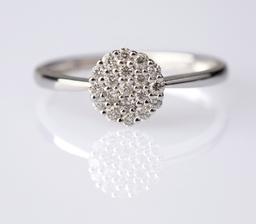 Detail mého zásnubního prstenu (i love it)