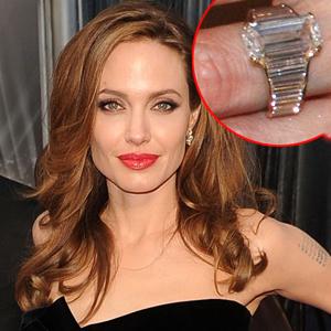 Slavné zásnubní prsteny - Angelina Jolie