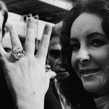 Slavné zásnubní prsteny - Elizabeth Taylor (Richard Burton)