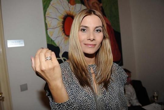 Slavné zásnubní prsteny - Eva Decastelo