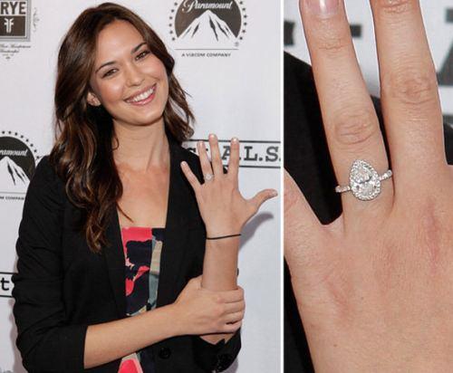 Slavné zásnubní prsteny - Odette Annable