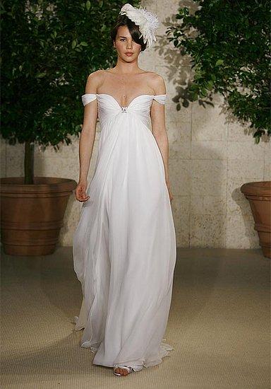 Úplně náhodou jsem našla fotku svatebních šatů které jsem si stáhla před 5-ti lety a říkala jsem si že jestli se jednou budu vdávat chtěla bych takové :-D no a nakonec jsem měla neplánovaně téměř identické (střihově) :-D - Obrázek č. 1