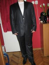 Oblek, ktory mozno bude mat moj drahy na svadbe. Uz je doma, ale treba ho este poskracovat.