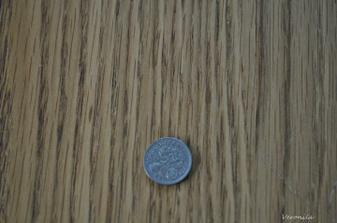 Nic moc fotka 50 let stare stribrne sesti pence, kterou bych mela mit v bote. Podle anglicke tradice to pry prinasi bohatstvi :)