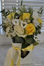 Od svatebni kytice jsem se nedokazala odloucit, tak jsem ji odmitla hodit....