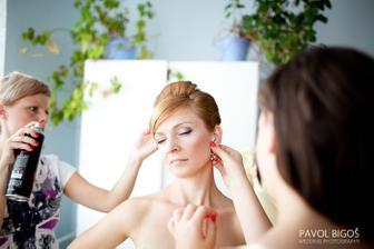 Lakovani a nasazovani nausnic.../ Hair spray and earrings...