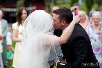 Prvni manzelsky polibek.../ The first kiss...
