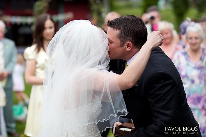 V{{_AND_}}N - Prvni manzelsky polibek.../ The first kiss...