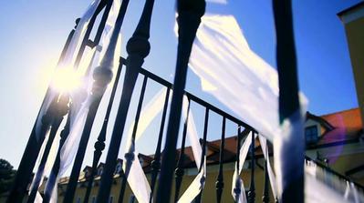 Trochu jsem si pohrála se záběry z našeho svatebního klipu...Sluníčko svítilo celý den