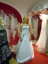 jedine ktere se mi tam libily, byly proste dokonaly, jenze bilo cerny, coz neprichazi na svatbu v uvahu...ale jinak byly proste pohadkovy!! agentura Diana Litomysl