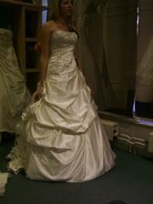 nová kolekce,moc krásný,ale ta sukně se mi tolik nelíbila :(