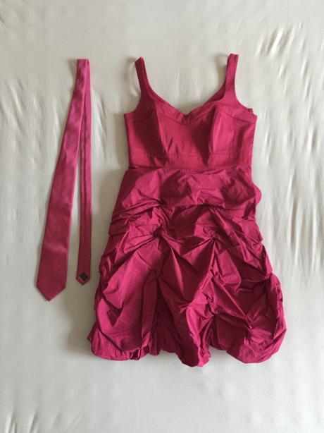 Cyklamenove saty s nadychanou suknou + kravata - Obrázok č. 1