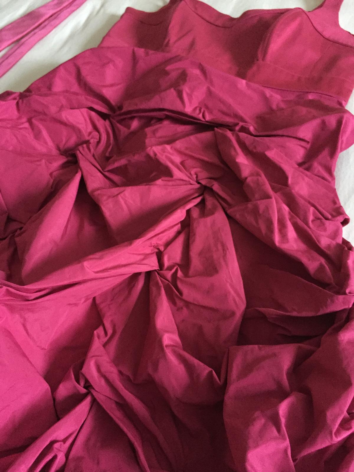 Cyklamenove saty s nadychanou suknou + kravata - Obrázok č. 2