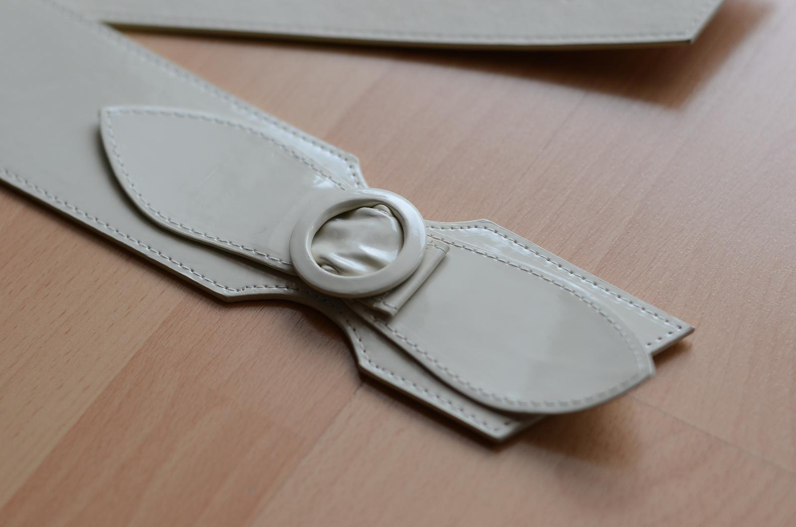 kremovy leskly opasok na pas - Obrázok č. 1