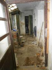Zde končí veranda je vchod do přístavků, které zkulturníme... :-D