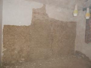 část zdi je z kotovice