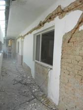 Honzík dokončuje od-elektifikaci celého domu.
