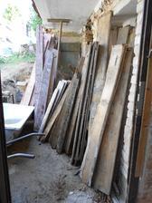 dřevo z podlah - potom si s ním zatopíme