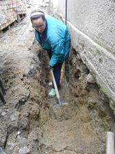 Myslela jsem, že už nic horšího nemůže přijít než kopání podlah, ale toto bylo vážně nejhorší! Strašná práce a hrozná zima!