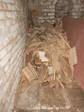 Další hromada dřeva a ještě nekončíme! Ještě budou podlahy a stropy z kuchyně, obýváku a ložnice...