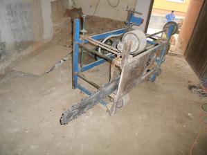 pila na podřezání (250 kg)