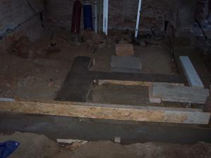 Základy + odpady na WC, koupelnu a technickou místnost.