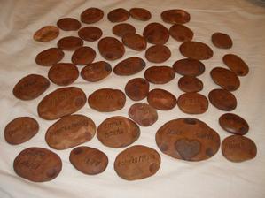 keramické jmenovky na hostinu