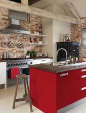 kuchyně do červena...ta naše zas bude menší