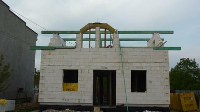 zacina sa montovat krov