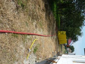 kabel na pripojku uz v chranicke..., ale nas este caka 100m vykop na IS