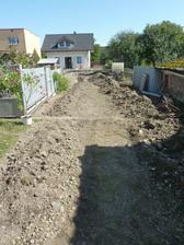 diera je zahrabana...len do nej voslo menej hliny ako sa z nej vybralo :)