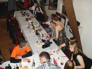 stôl s omladinou