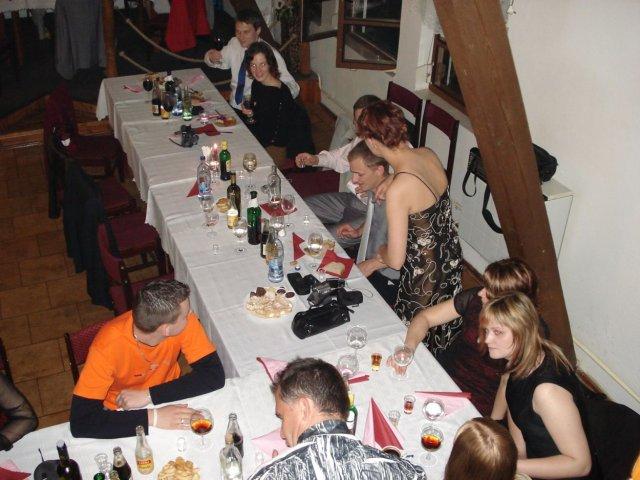 Zuzana Serdahelyová{{_AND_}}Rastislav Držka - stôl s omladinou