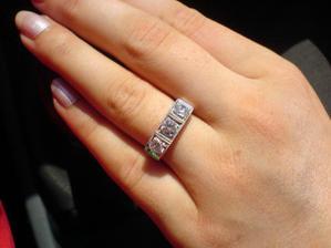 Zásnubný prstienok presne podľa mojich predstáv.