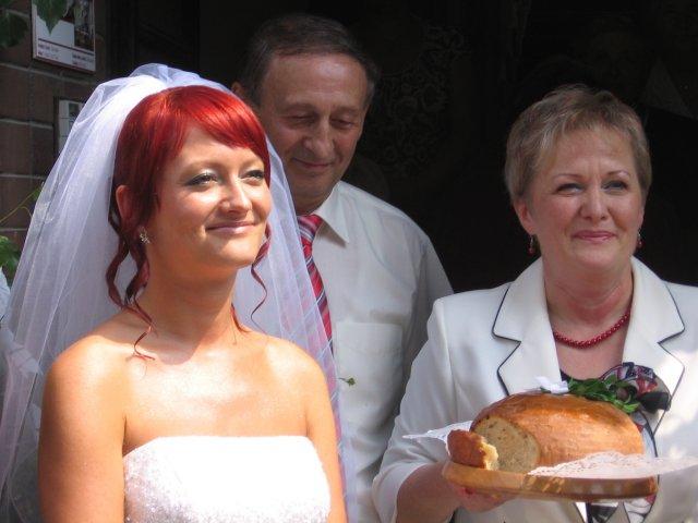 Andrea{{_AND_}}Štefan Šprochoví - Takto sme vítali ženícha a rodinu.