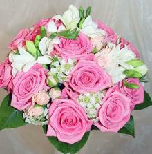 Od Kristi... prostě náherná kytí, jen s oranžovými růžemi