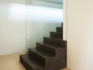 schody pořešíme asi fakt tím sklem no