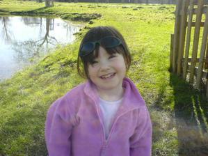 Tak tohel bude moje družička - dcerka mojí nejmilovanější neteře....Je to ďáblík, tak snad to zvládne..prý se už moc těší