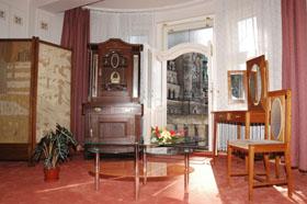Výhled z apartmá budeme mít na osvětlenou Libereckou radnici