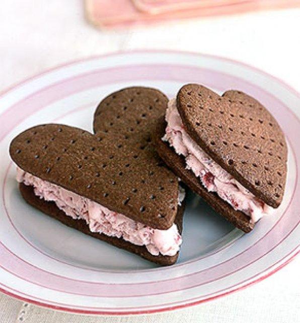KRÁSNÉ OBRÁZKY NA SVATEBNÍ OZNÁMENÍ - sladké sušenky :-)