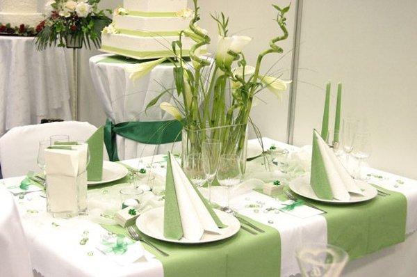 Svatební tabule + svatební účesy - inspirace - I pruhy látky napříč vypadají zajímavě.