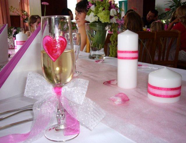 Svatební tabule + svatební účesy - inspirace - Detail nevěstiny sklenky :-)