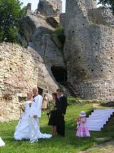 Obřad na dolním nádvoří hradu...