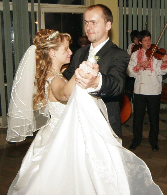 Soňa Dostálová{{_AND_}}Slavo Bridiš - prvy tanec