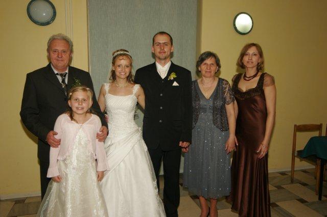 Soňa Dostálová{{_AND_}}Slavo Bridiš - zenichova rodina