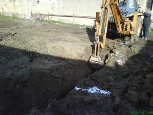 Október 2008 začíname kopať základy.